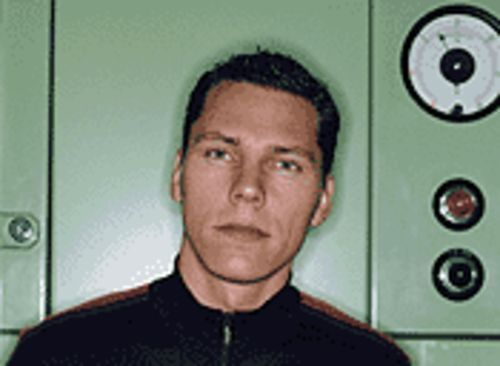 You are feeling sleepy: Dutch DJ Tiesto has hypnotic power