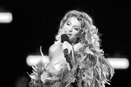 At this year's latest MTV spectacle, Paulina Rubio  made a spectacle of herself