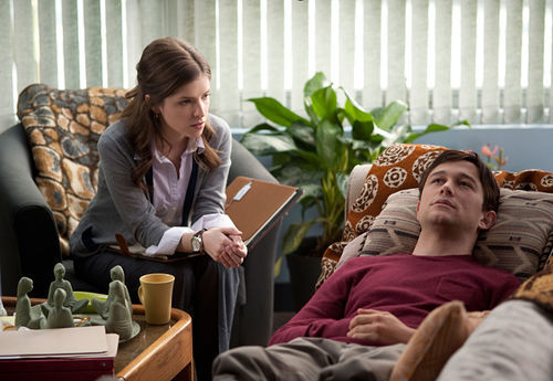Anna Kendrick and Joseph Gordon-Levitt in 50/50.