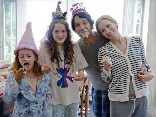Love and marriage: Iris Apatow, Maude Apatow, Paul Rudd, and Leslie Mann.