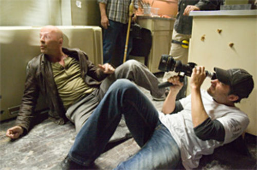 Director Len Wiseman frames Bruce Willis in Live Free or  Die Hard