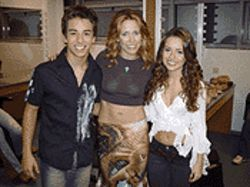Cuties Sandy &amp; Junior with Sheryl Crow (center)