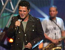 Lock up your daughters: Alejandro Sanz finally returns to the AAA.
