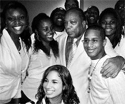 Jubilate chorus members meet Quincy Jones after a recent concert at Miami's new performing arts center