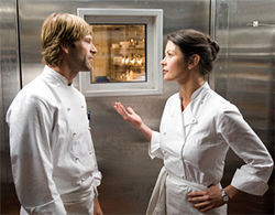 Aaron Eckhart and Catherine Zeta-Jones defrost the freezer.