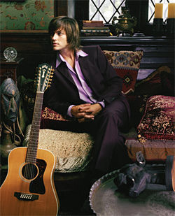 "Rhett Miller prefers British glam rock and sharp blazers to ""angry modern rock full of pointy guitars and eyeliner. """