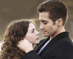Anne Hathaway and Jake Gyllenhaal in Love &amp; Other Drugs,