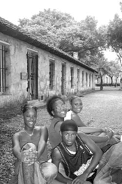 Troy Community Academy students (clockwise from  left) Sheenailla Green, Operrlyne Chandler, Ronchell  Jones, and Demetrius Walker mixed history and art at  Lummus Park