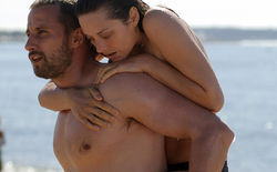 Matthias Schoenaerts as Ali and Marion Cotillard as Stephanie.