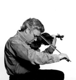 Pinchas Zukerman gets cozy with his violin and the National Arts Centre Orchestra Thursday