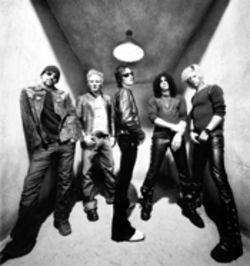 Back on the glock: Dave Kushner (left), Matt Sorum, Scott Weiland, Slash, and Duff McKagan
